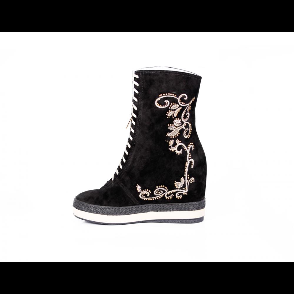 Дамски спортни обувки естествен велур с бродерия - 2