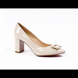 Дамски елегантни обувки от естествен лак