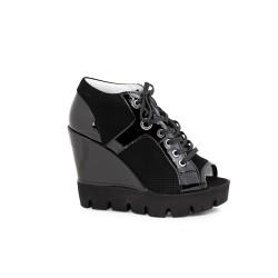 Дамски летни обувки от естествен лак и велур