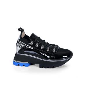 Дамски спортни обувки от естествен лак и стреч ILV-2180