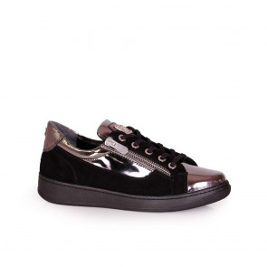 Дамски спортни обувки от естествен велур и лак