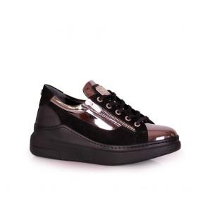Дамски спортни обувки от естествен лак и велур