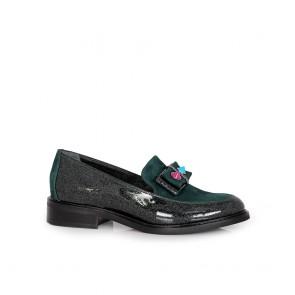 Дамски обувки от естествен лак и велур