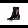 Дамски спортни обувки естествен велур с бродерия - 2t