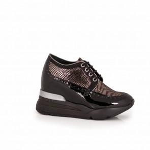 Ladies black patent leather shoes  H1-15-282/3